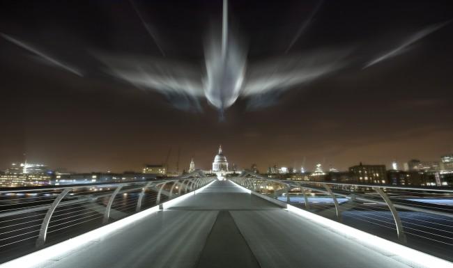 millennium-bridge-paul-night